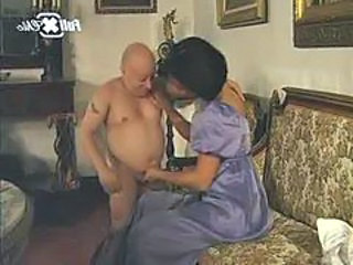 "Maria Bellucci and a midget"" target=""_blank"