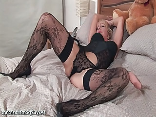 British mature pornstar Jane Bond enjoys the brush sweet pussy