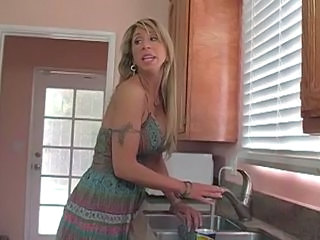 """Mommy shows how to do in the money right"""" target=""""_blank"""