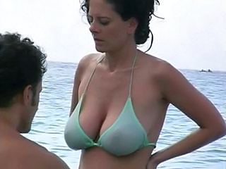 big-tits-in-the-beach
