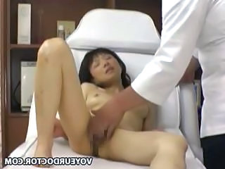 Closed cam in a palpate parlor shows this girl getting nailed