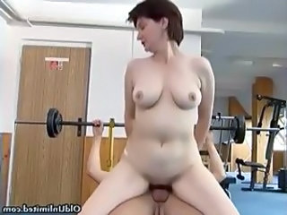 Dirty mature woman gets her horny wet part2