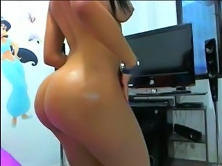 "look-alike gets naked on cam"" target=""_blank"