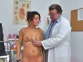 Red head housewife puss doctor role play sex game