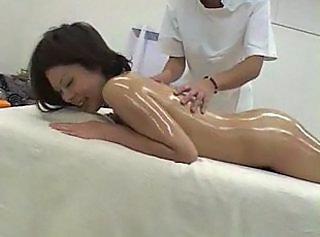 HerbaL OiL Massage TOMO 01