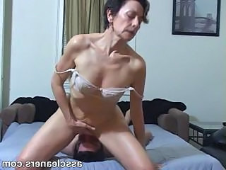 Horny MILF facesits a servant for exasperation licking with an increment of cleaning
