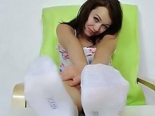 Hot babe Emma Diamond bare fingertips act out