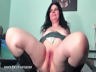 Subfuscous working her mature pussy