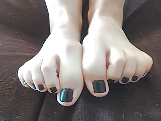 WANK Walk out on AND TRIBUTE MY FOOT FETISH Hooves COMMENT PLS