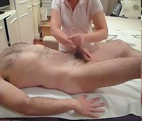 Female rub down therapist performs enforce a do without relief