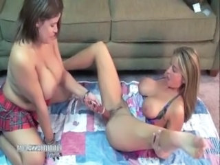 Lesbo housewifes Leeanna and Angel free