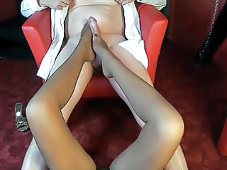 woman avery s footjob with cumshot on her