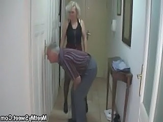 Man caught his girlfriend with her doyenne mom and dad  unorthodox