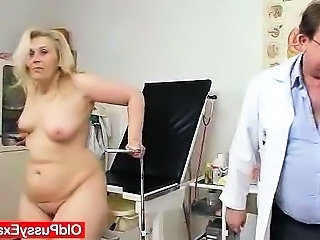 Blond-haired broad in the beam milf explored by cunt doctor
