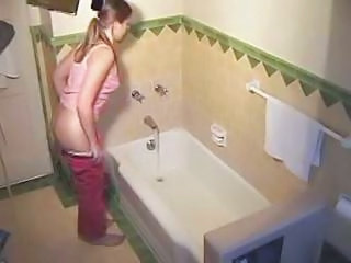 Shut up shop Cam Good Looking Have A Awsome Play In The Bath