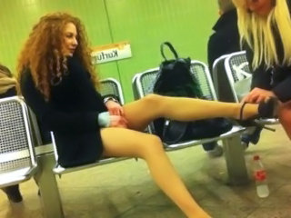 Metrostation 2 girls pantyhose best vid