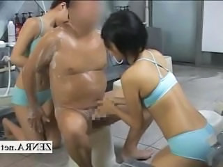 CFNM Japan sauna ladies unsoiled client added to give handjob